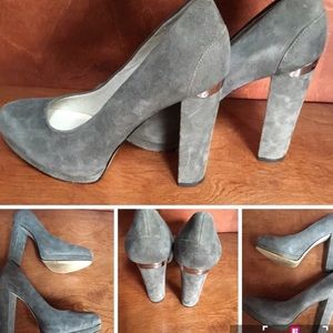 MICHAEL KORS GRAY SUEDE PUMPS W/LOGO ON HEEL  7.5